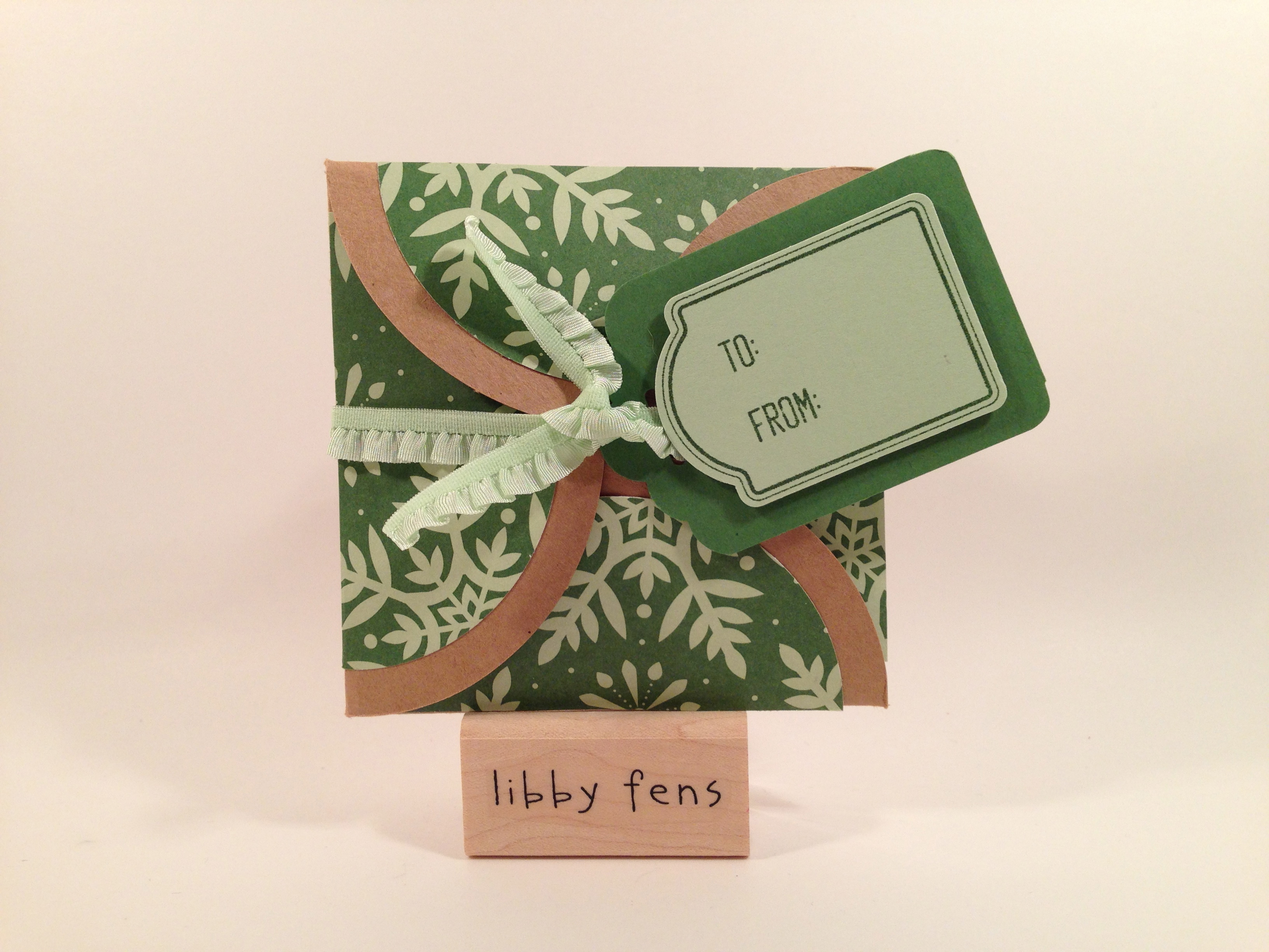 libbystamps, Christmas, gift card holder, Gift Card Enclosure Pack, Circles Framelit Collection, Merry Everything Stamp Set, Note Tag Punch, Tag Topper Scallop Punch, Trim the Tree DSP Stack