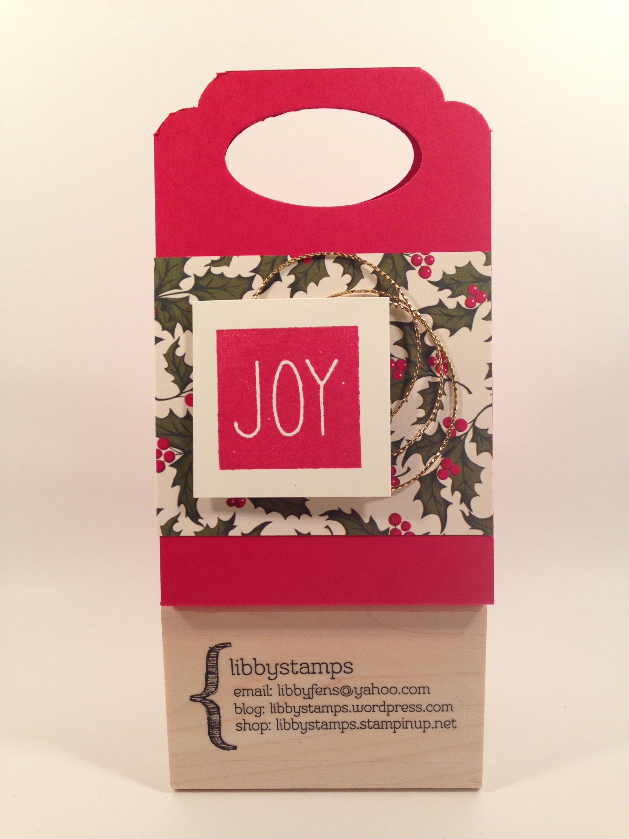 libbystamps, Stampin Up, Mistletoe & Holly Paper Pumpkin Kit, Home for Christmas DSP, Word Window Punch, Curvy Corner Trio Punch, Blogging Friends Blog Hop, gift card holder,
